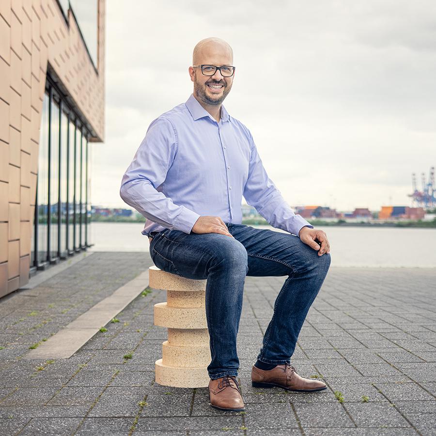 Ihr Pressekontakt Niklas Kox Leiter Business Unit